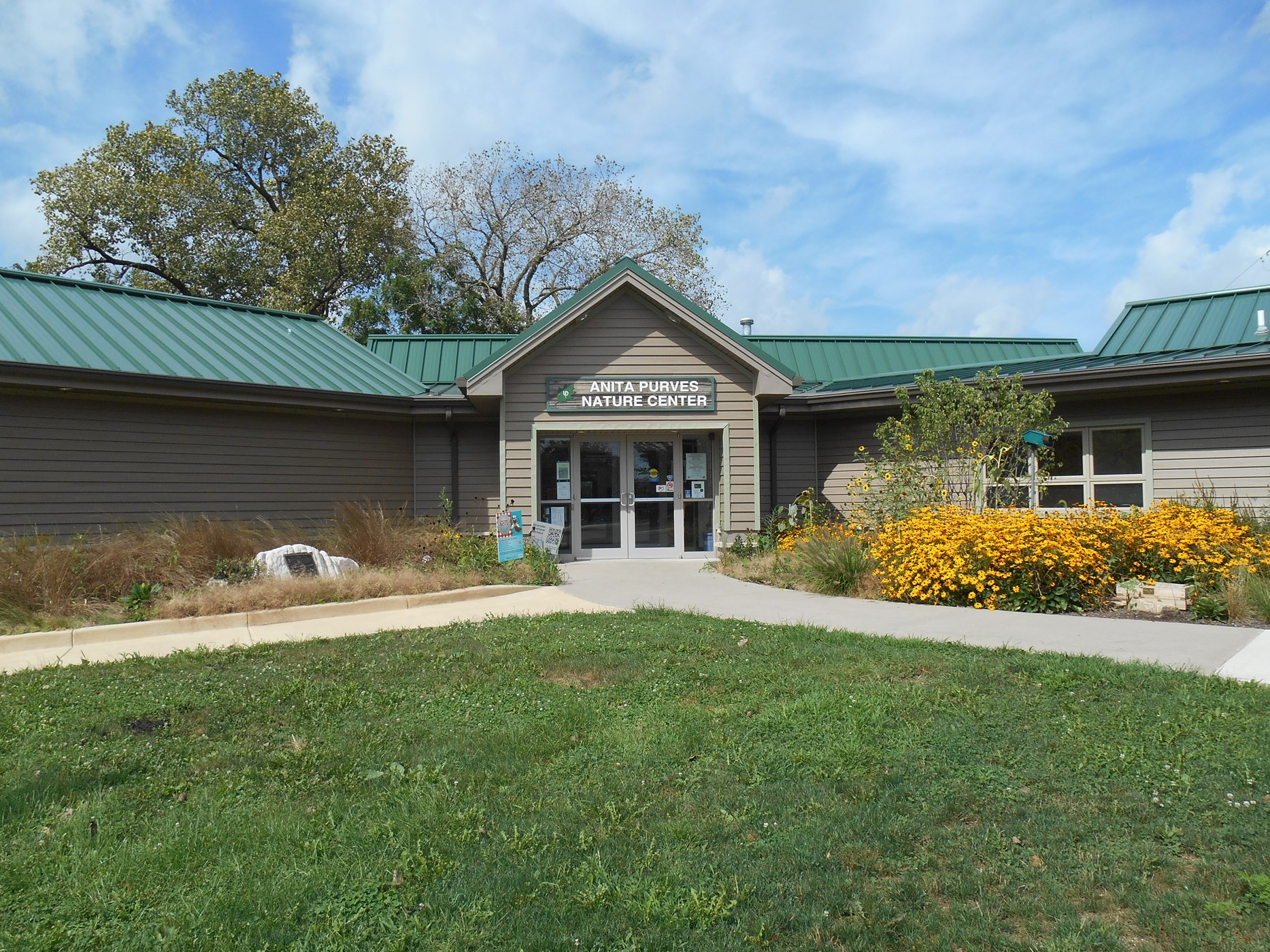 Anita Purves Nature Center - Facilities | Urbana Park District
